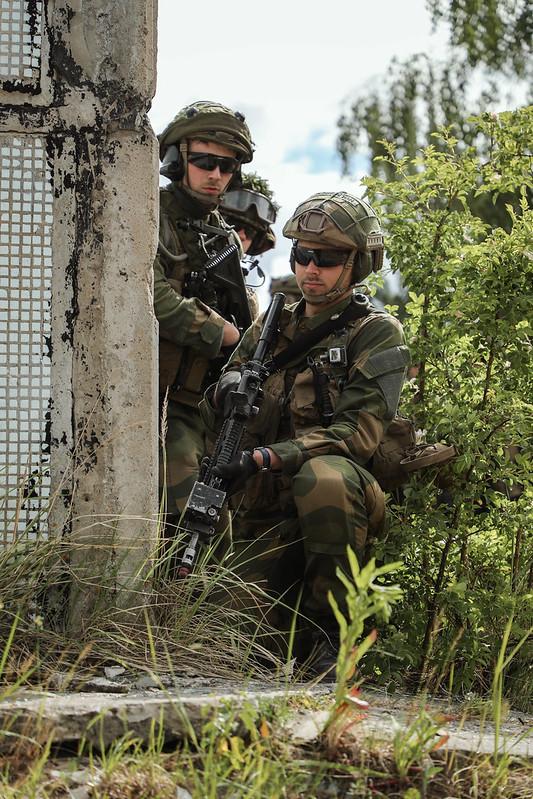 Militārie inženieri trenējas Skrundā