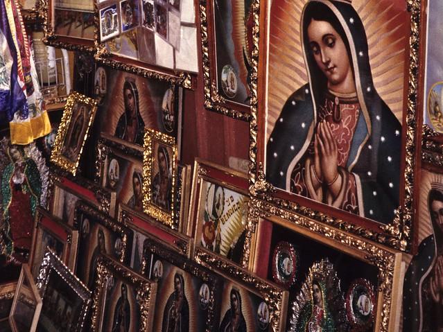Shop selling the images of Virgin of Guadalupe in Villa de Guadalupe, Ciudad de México