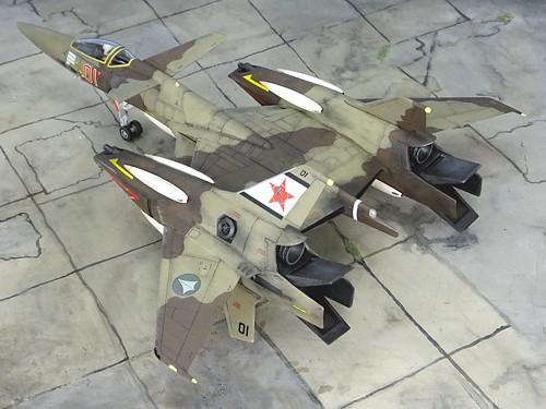 "Macross +++ 1:72 Stonewell/Belcom VF-4A ""Lightning III"", aircraft ""(7)01 Red"" of the VAT-127 ""Zentraedi Busters"" aggressor squadron; personal mount of Flight Leader Maxim Dadashov; Choir Flight Academy, Mongolia, 2016 (WAVE kit) | by dizzyfugu"