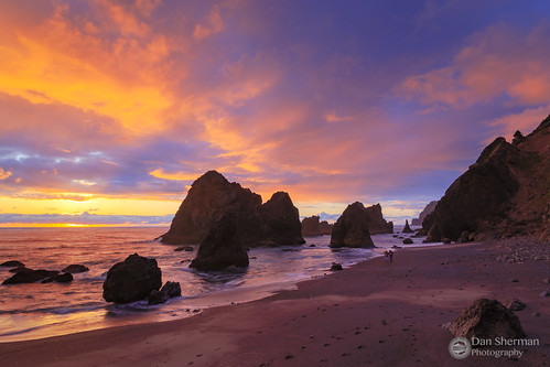 oregoncoast ruggedcoast beach oregon sunset clouds pacificocean water sky colorfulsunset lincolncity pnw coast pacificcoast waves