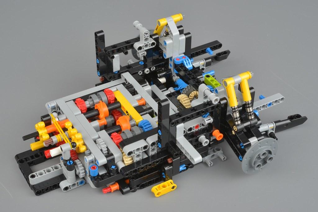 42115 Lamborghini Sian Fkp 37 Building The Chassis Brickset Lego Set Guide And Database