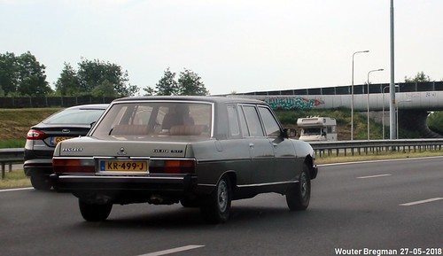 Peugeot 604 STI V6 limousine Heuliez 1982   by XBXG