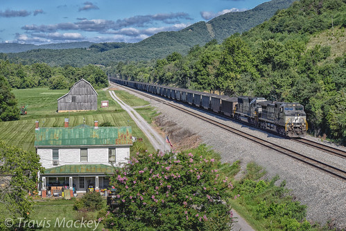 ns 820 cp kumis whitethorne district lafayette va train railroad locomotive house barn trees grass mountains sky