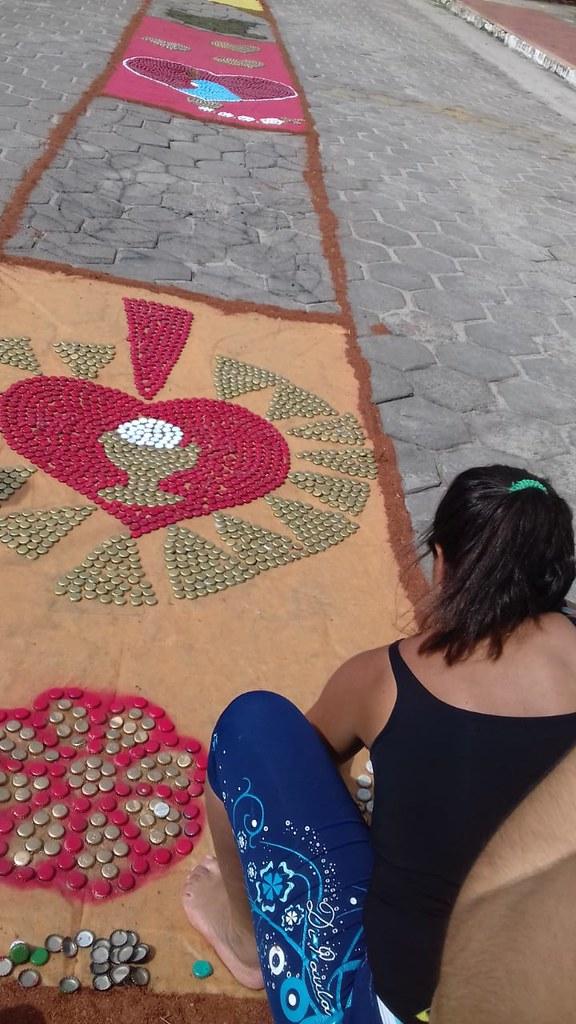 Confecção de tapetes mantém a tradição no feriado de Corpus Christi em Prado (20)