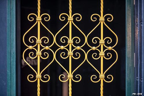 symétrie en jaune