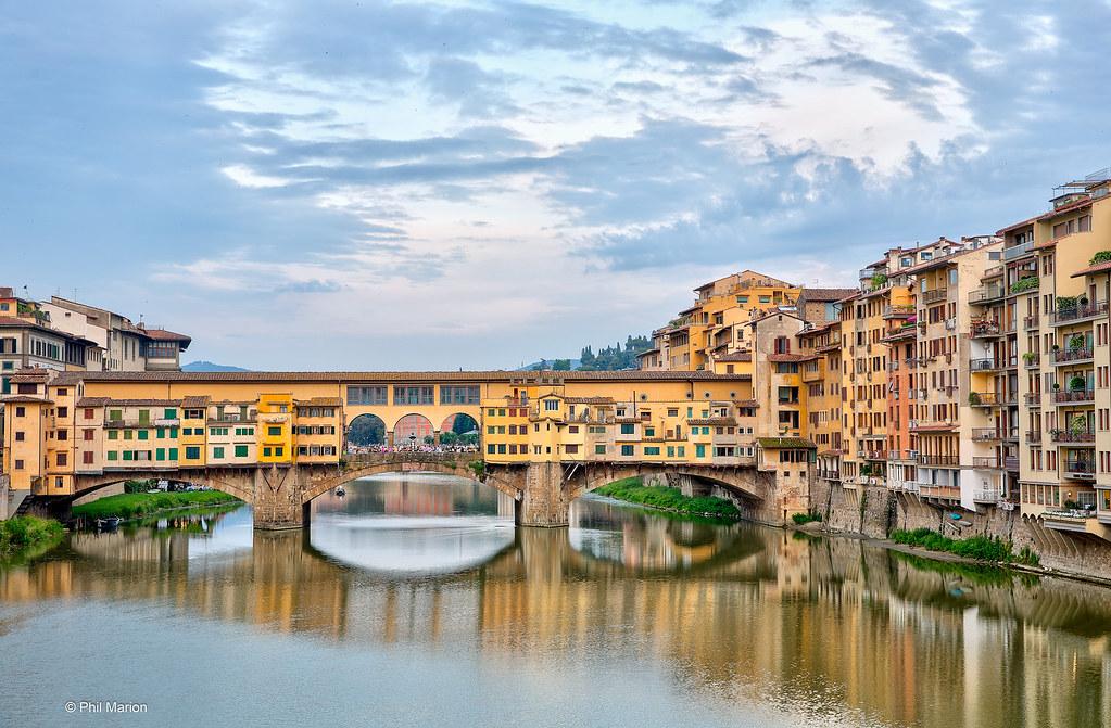 The Ponte Vecchio bridge over the Arno River - Florence, I… | Flickr