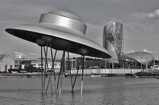 Soucupe volante  devant la Cité du vin