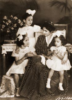 Queen Farida and Daughters