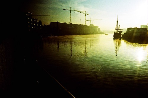 morning film water analog sunrise river bristol lomo lca xpro lomography crossprocessed with cross matthew ct slide ishootfilm slidefilm tagged cranes e crossprocessing processing 100 agfa expired russian venue vignetting processed e6 avon 2007 precisa magice