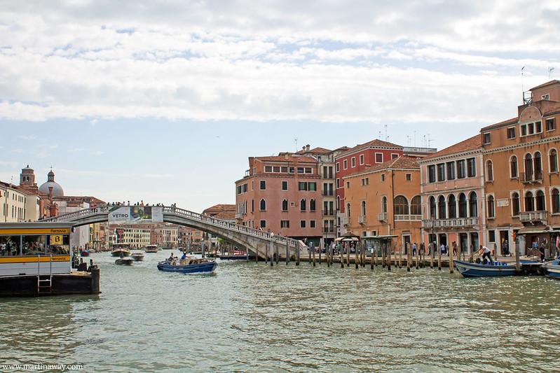 Il sestiere Santa Croce e il Ponte degli Scalzi visti da Fondamenta Santa Lucia