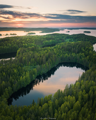 suomi finland laukaa hyyppää hyyppäänvuori mountain hill cliff sunset nature landscape dji mavic pro fc220 lake reflections clouds summer evening amazing light europe horizon aerial drone
