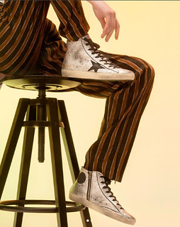Meet the FLAGLTD Francy. With its wrinkled silver leather, this sneaker takes inspiration from an iconic 70's disco ball. Now online and in-store.