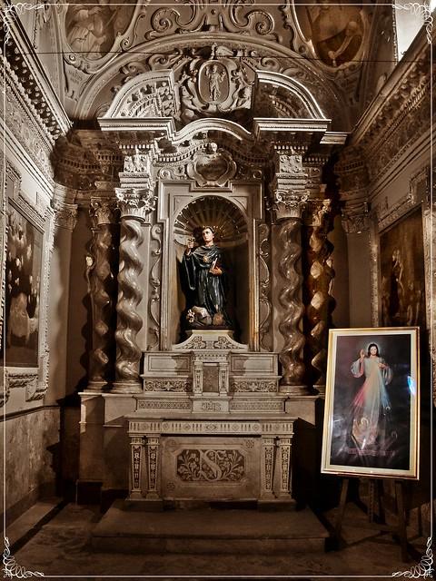 Chiesa di Sant'Agostino - Divina Misericordia nella cappella di San Nicola su sfondo sepia