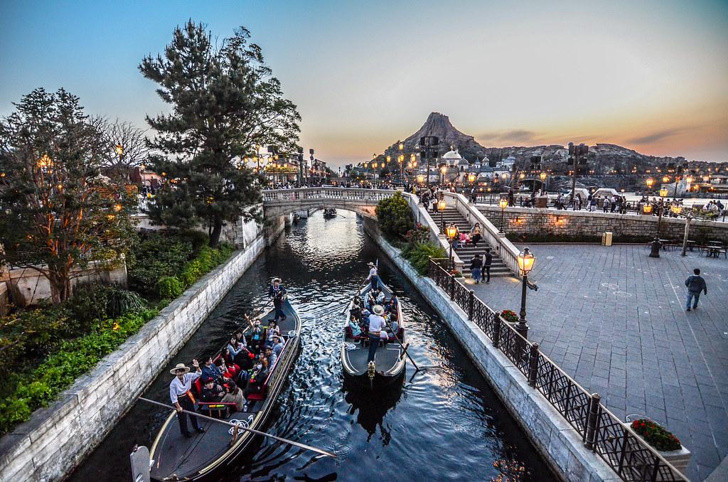 Sunset Mount Promytheus Venetian Gondolas waving TDS