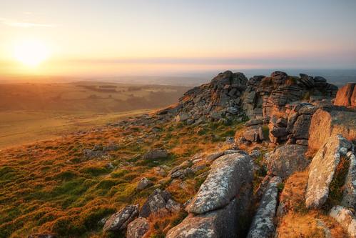 dartmoor devon belstone tor tors okehampton sunset landscape landscapes landscapephotography landmark landmarks colour canon england efs1585mmisusm eos eos80d evening sky cloud grass rocks rock