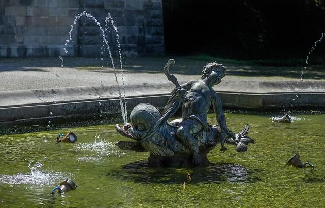 Brunnenfigur am Friedensengel