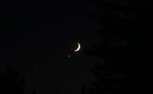 mercury luna crescent crescentmoon waxingcrescent nightsky dusk cloudsstormssunsetssunrises sunset moonpictures moon earthsmoon