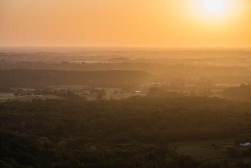 berea cumberlandplateau kentucky bluegrass dusk goldenhour sunset madisoncounty mountainrangeedge overlook sky bereapinnacles indianforttrail landscape