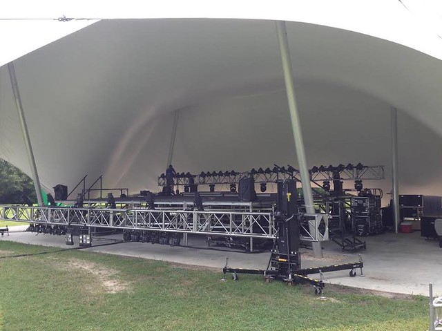 Lighting rigs for an outdoor concert