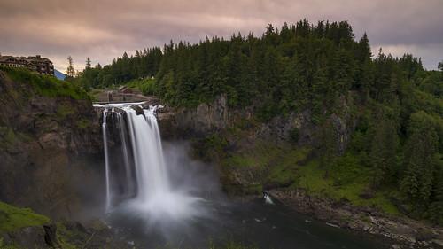 snoqualmiefalls waterfall washington snoqualmie 270ft twinpeaks fallcity pugetsound salishlodge longexposure sunset evening cloudy
