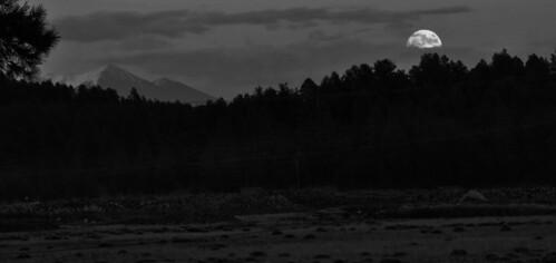 super moonrise sanfrancisco peaks snow coconino national forest williams jct arizona blackwhite landscape mountains