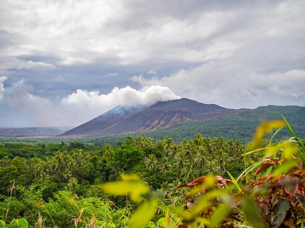 Mount Yasur in Tanna, Vanuatu | Stayed in a very basic hut f… | Flickr