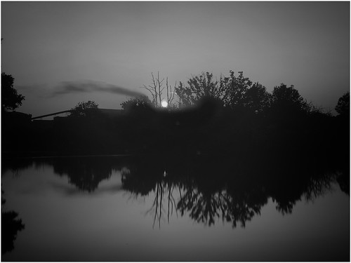 pond sun sunrise sunlight reflection sky water ashbyville nature reserve naturephotography weather bw monochrome scunthorpe lincolnshire northlincs northlincolnshire nlincs photography image imageof imagecapture trees