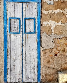 Door #marzamemi #door #white #blue #fisherman #wood #sea #sicily #sicilia #igersitalia #igers #colors #wall #photooftheday #picoftheday | by Mario De Carli