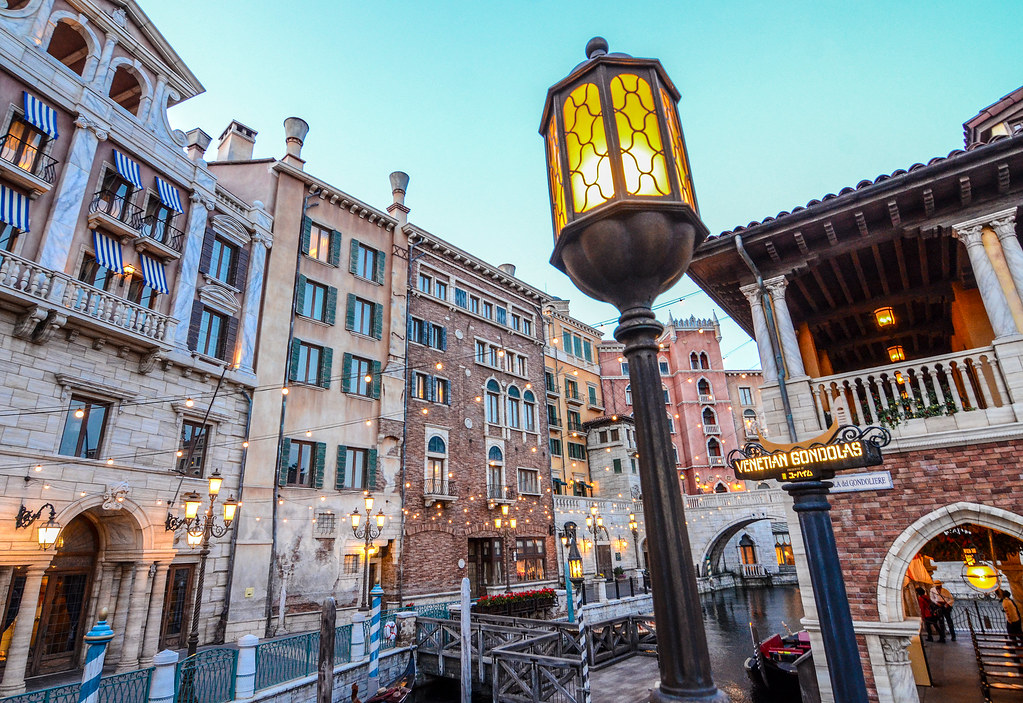 Light Venetian Gondolas sign TDS
