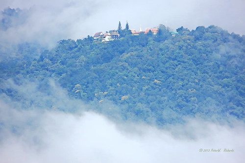 "clouds weater wet rain mountain temple buddhist chiangmai thailand ""watdoisuthep"" วัดดอยสุเทพ วัด ประเทศไทย ""doisuthep ดอยสุเทพ เชียงใหม่ พุทธกาลนิชน เมืองไทย ภูเขา เขา earthasia"