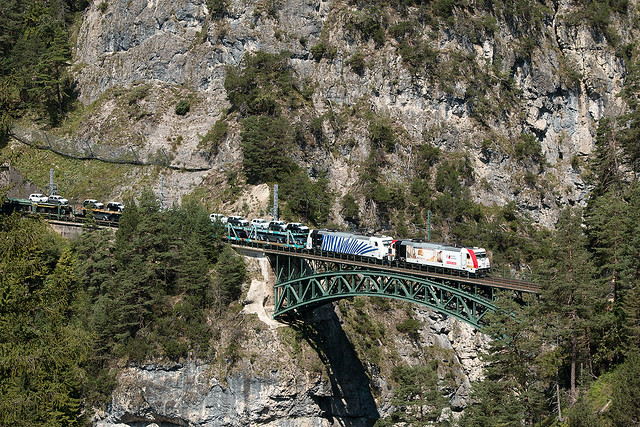 DGS 43181 auf der Schlossbachbrücke