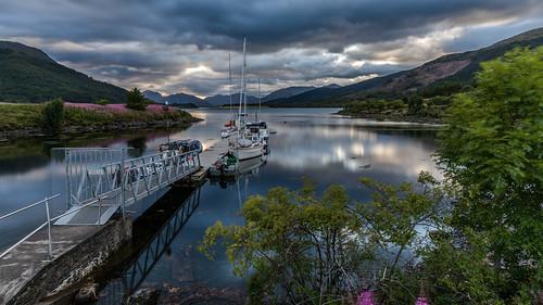 scotland vereinigteskönigreich gb boat water highlands clouds loch leven lochleven ballachulish jetty evening sunset