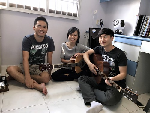 Beginner guitar lessons Singapore Felicia Terence