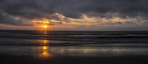 2018 june northcarolina corolla ocean atlanticocean sunrise sun earlymorning early morning clouds outside outdoors canon7dmarkii reflection waves