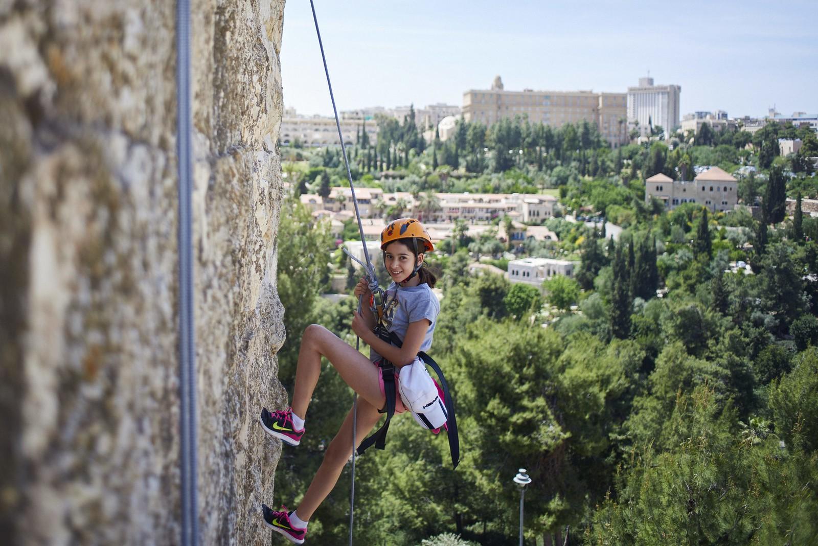 Ramparts walk Jerusalem Rappeling_PBQ5408-x_Yaal Herman