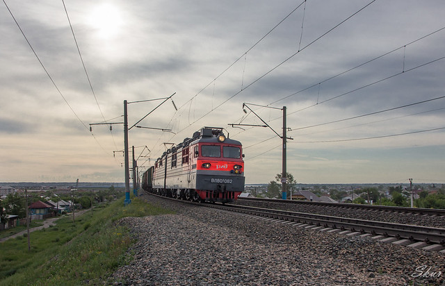VL80S-082 electric locomotive with freight train