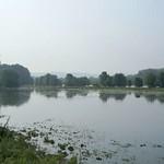 Blick auf das Naturschutzgebiet Heisinger Ruhraue, im Hintergrund die ehemalige Zeche Heinrich