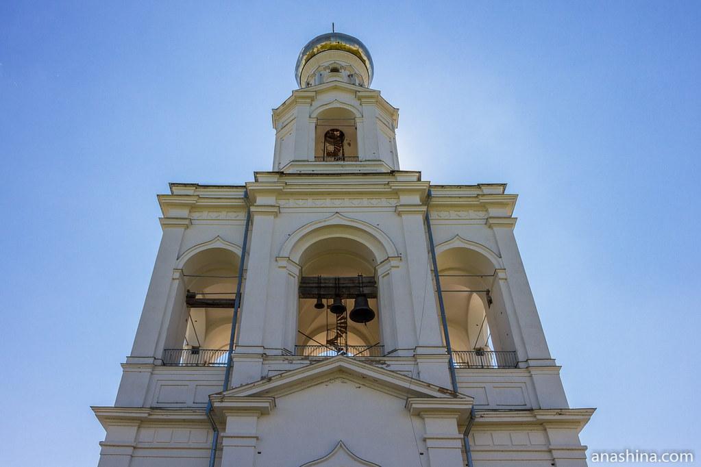 Юрьев монастырь, Великий Новгород, Надвратная колокольня