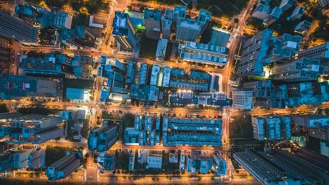 ビル群の空撮夜景