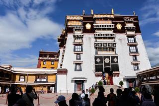 Terraza Y Acceso A Los Edificios Del Monasterio De Potala