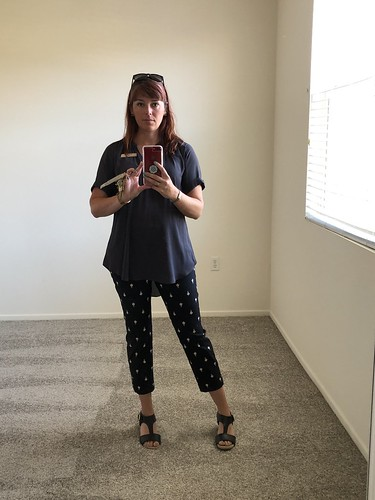 700views 600views 500views 400views jen woman bedroom iphone8plus selfie leasingprofessional stevensonranch work reflection mirror monday 365days