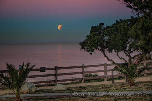 bloodmoon moon fullmoon pointvicente palosverdespeninsulacalifornia california sunrise