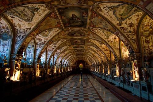 Резиденция - дворцовый комплекс королей и герцогов династи ...
