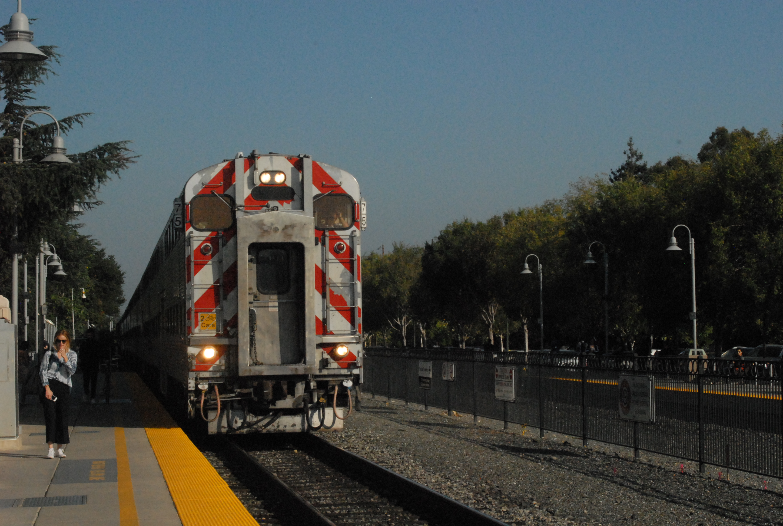 A Caltrain cab car leading a train to San Francisco at Palo Alto Station