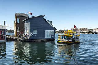 House Boat and Water Taxi, Fisherman's Wharf in Victoria BC | by jan_mosimann