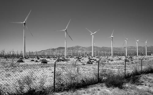 unitedstatesofamerica palmsprings usa windrad landscape landschaft northamerica zaun himmel california sky windmill hills blackandwhite windturbine fence unitedstates us wind sangorgoniopasswindfarm