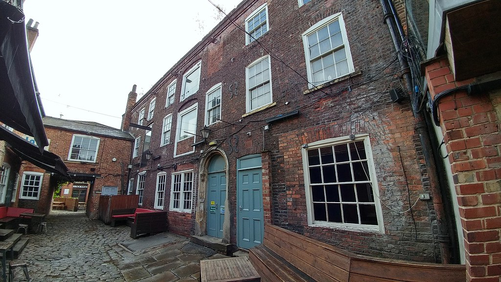 Queens Court, Briggate, Leeds | The Oates family were a merc
