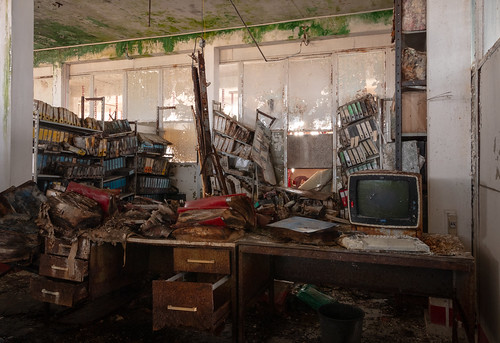 Messy Office | by Broken Window Theory