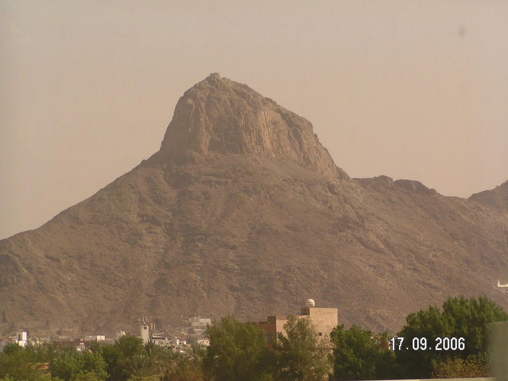جبل النور حيث غار حراء الذي فيه نزلت أول ايات القران العظي Flickr