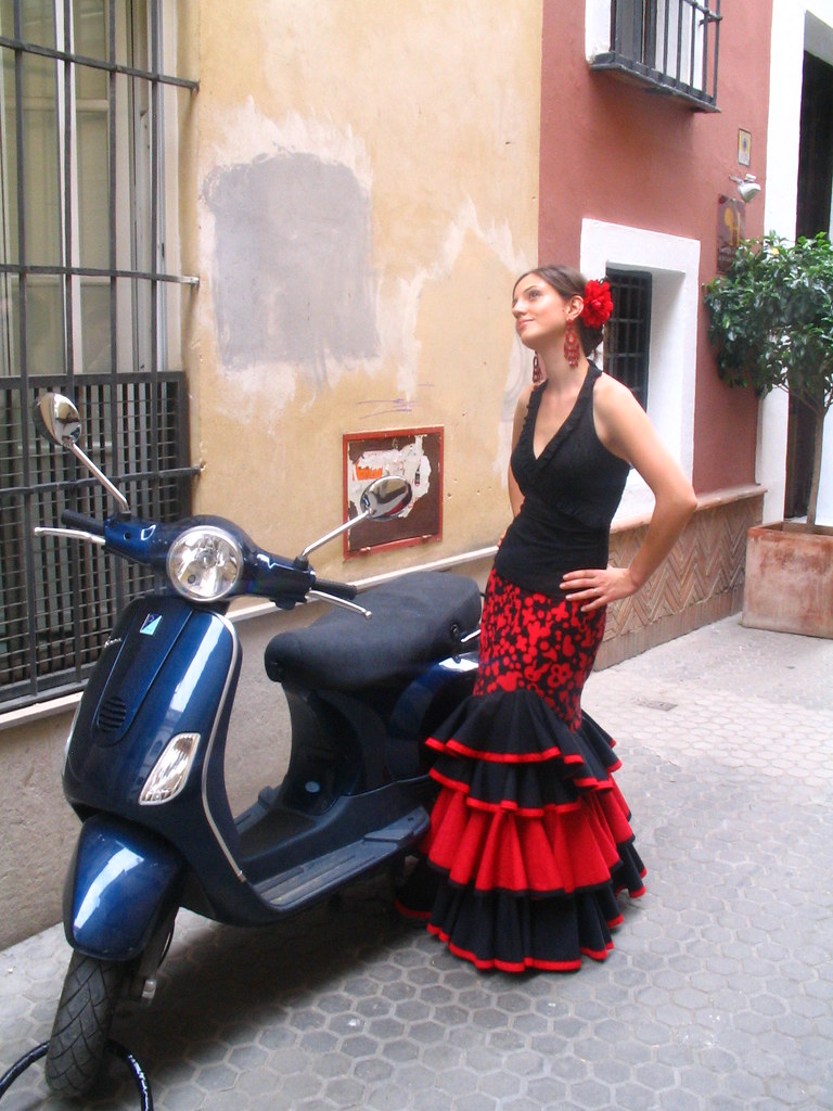 flamenco meets vespa   sevilla, españa (feria de abril
